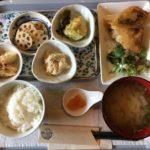 長与のGOKURI TO PAKURI(ゴクリトパクリ)のランチは、副菜が自分好みに選べて楽しい定食