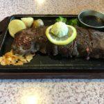 牛衛門の「厚切りサーロインステーキ300g」は、意外とペロリと食べられた